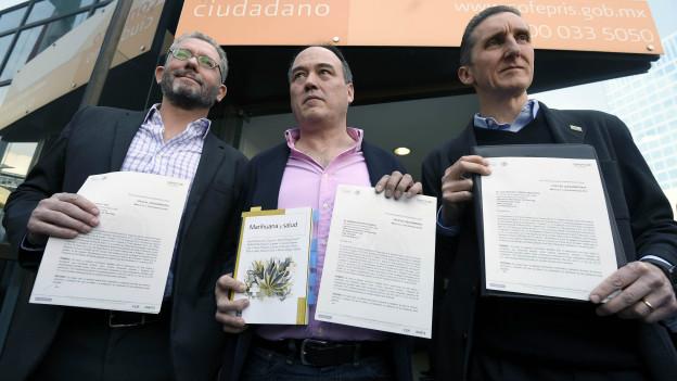 Tres activistas