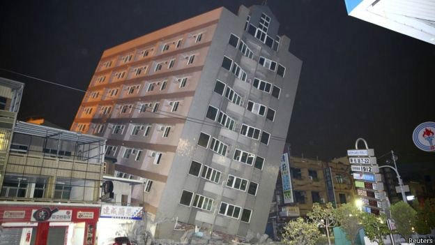 Un edificio inclinado