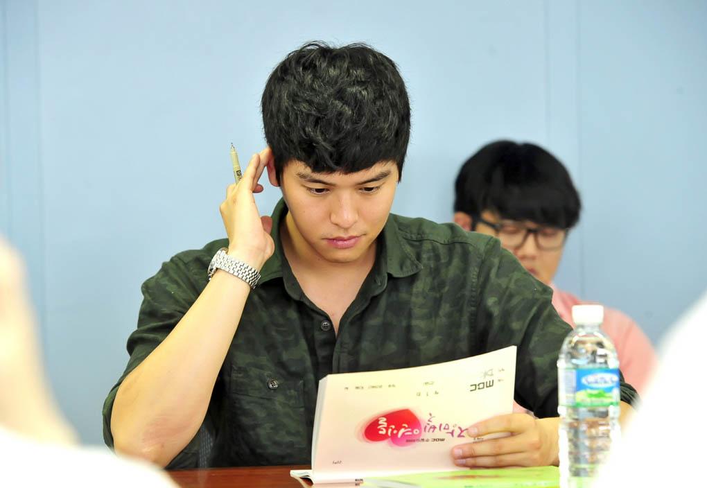 《玫瑰色的戀人們》曝臺詞排練現場照 - KSD 韓星網 (韓劇)