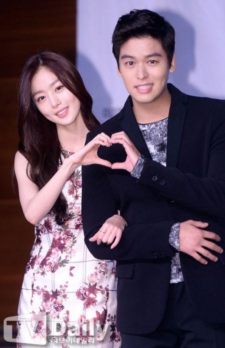 《玫瑰色的戀人們》舉行發佈會 李章宇稱Secret對自己真好 - KSD 韓星網 (韓劇)