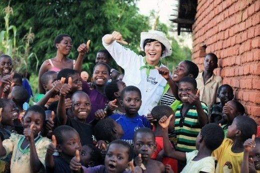 尹施允參與義工活動助孩童改善生活 - KSD 韓星網 (明星)