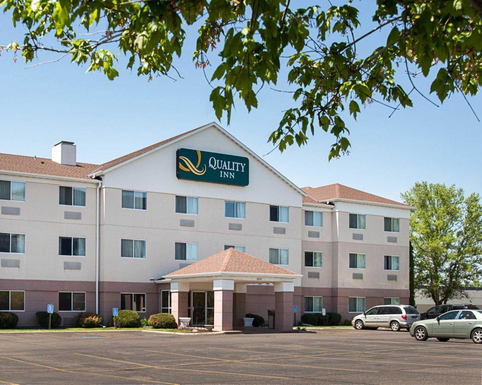 Quality Inn Brooklyn Center Minnesota MN  LocalDatabasecom