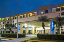 Holiday Inn Express and Suites Miami Lakes
