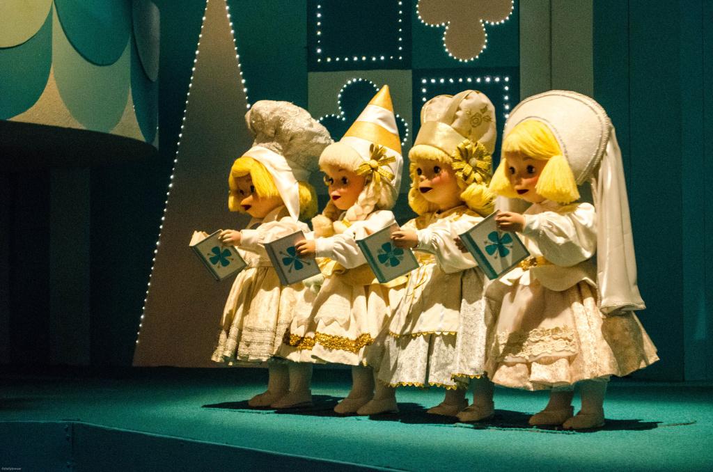 Video Disney inviting small world singalong videos on