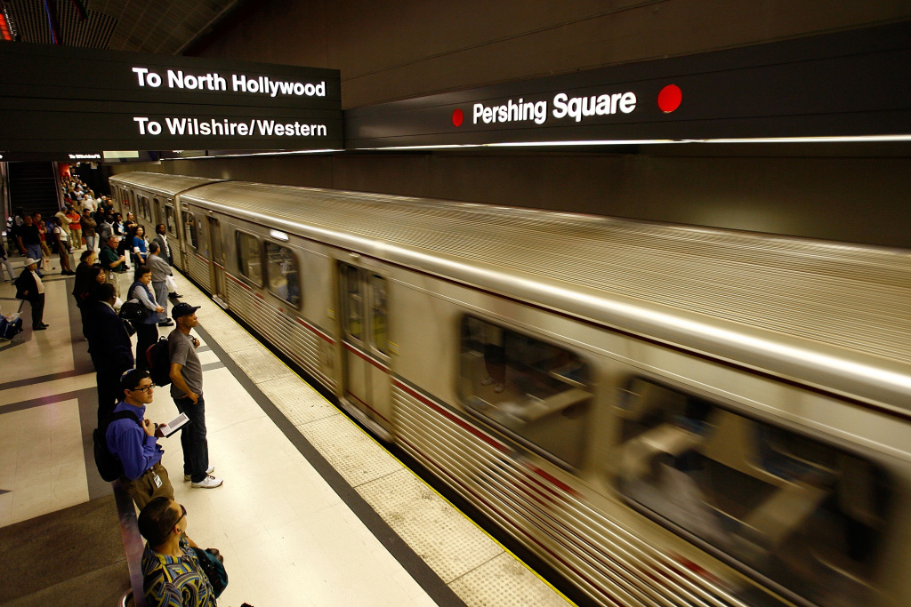 Line Driver Provides Full Rail Excursions