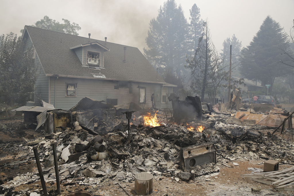 Slideshow Valley Fire destroys at least 100 homes