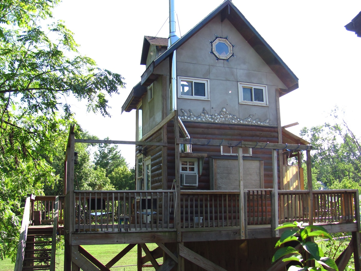 Treehouse On Stilts Tiny Houses For Rent In
