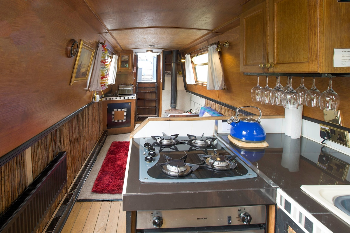 60ft boat sleeps 6 central Oxford  Boats for Rent in Oxford United Kingdom