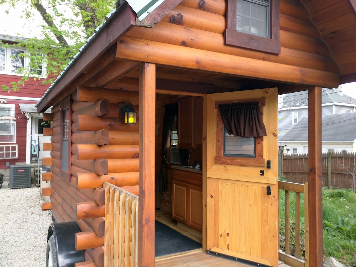 Tiny House Urban Cabin Shared Bath Tiny Houses For Rent