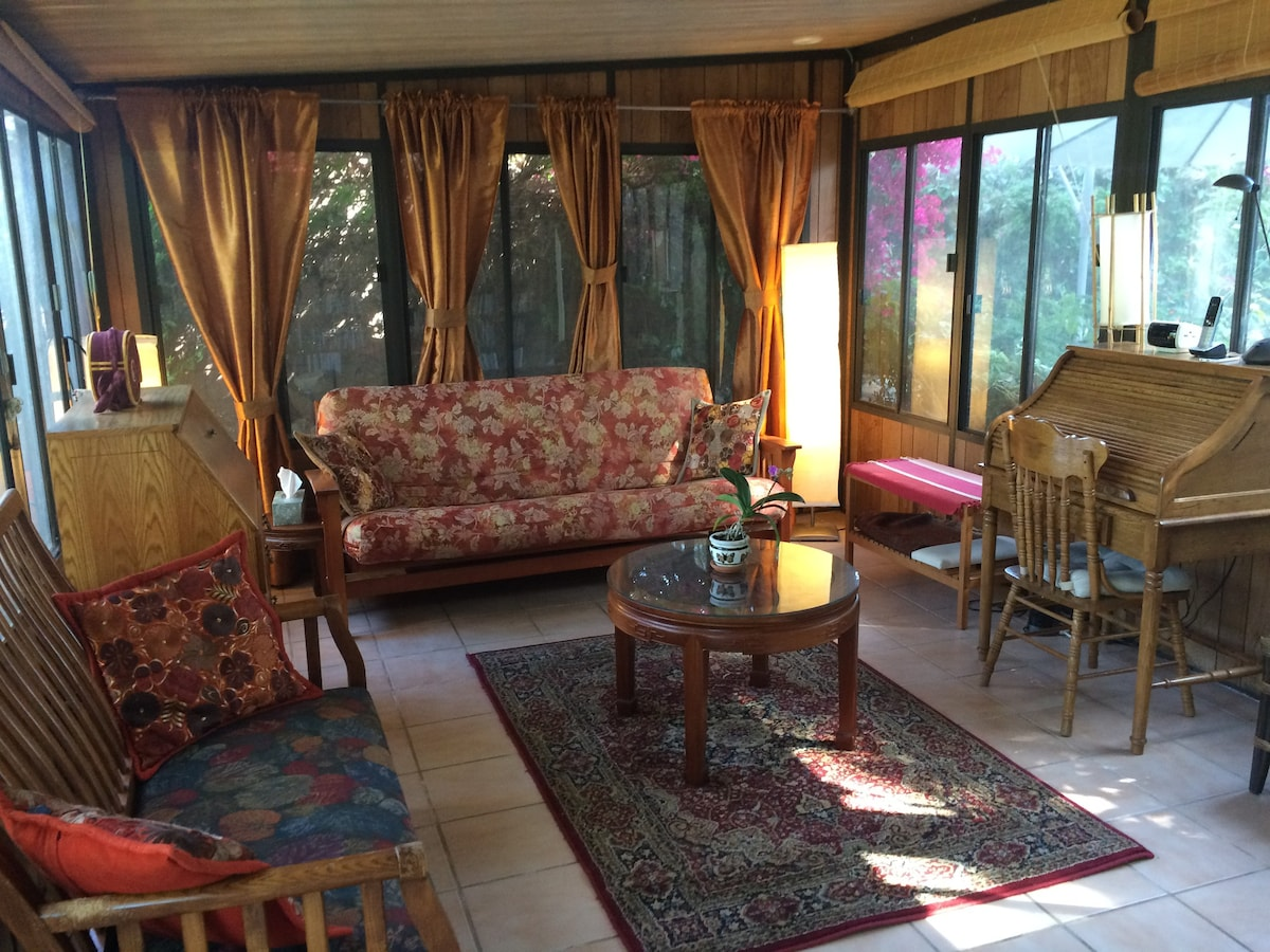 pomona sofa how much does it cost to have a reupholstered uk sunroom in garden retreat with pool - houses for rent ...