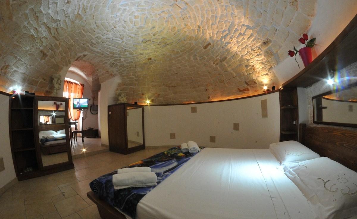 Scappatelle Romantiche in caverna  Appartamenti in