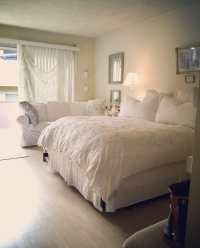 Shabby Chic Studio W/ Balcony - Apartments for Rent in Los ...