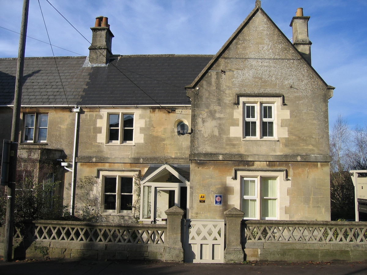 Lorne House B&b  Stylish, Modern & Friendly  Bed And Breakfasts For Rent In Box, United Kingdom