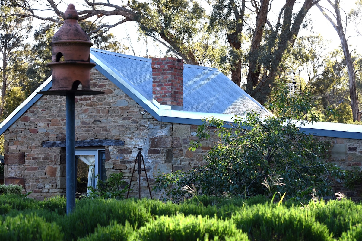 Airbnb Castlemaine Holiday Rentals Places To Stay