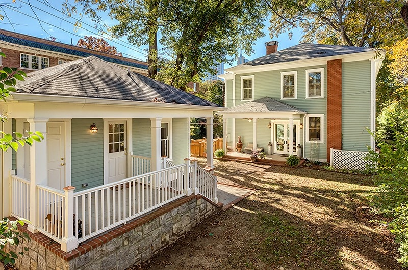 Gracious Southern Living With Royal Service Houses For