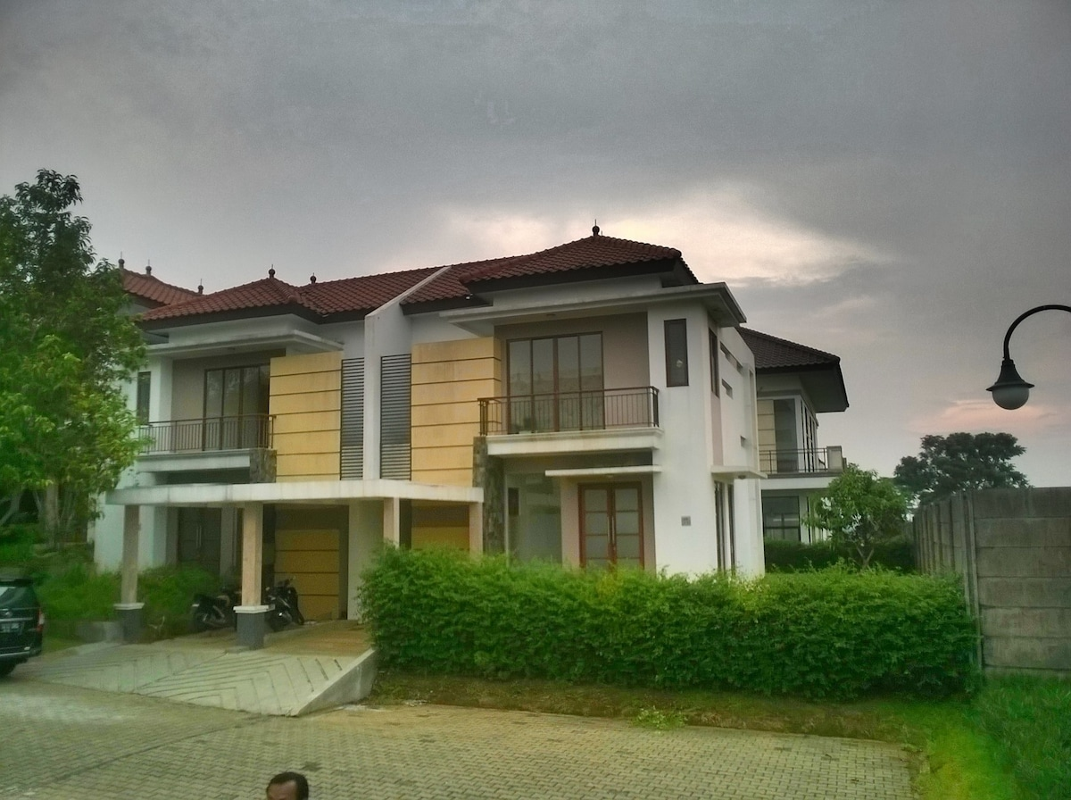Homesweethome Bogor Indonesia Townhouses For Rent In