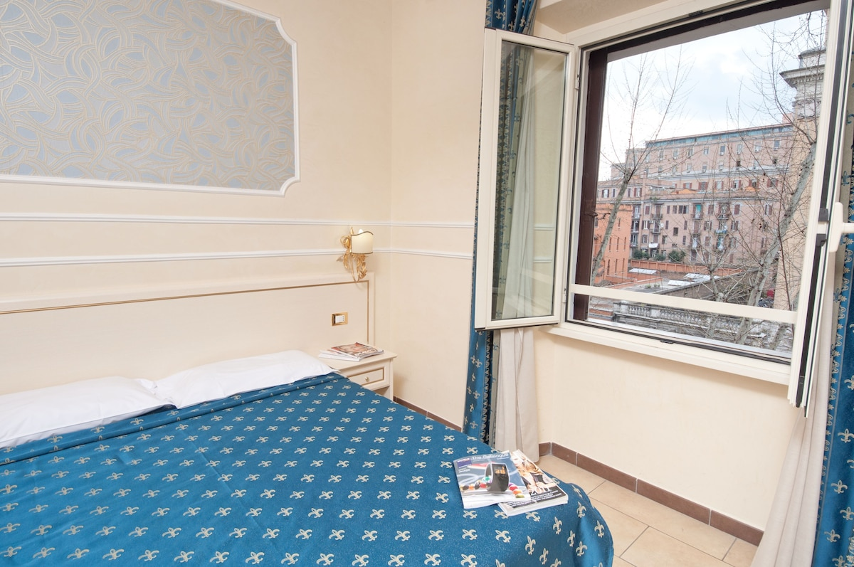 Cesar Palace Rome guesthouse Bed and breakfasts for Rent