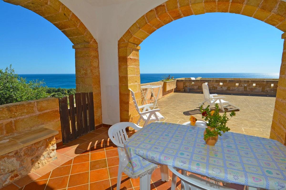 CASA ORIZZONTE SINISTRA  Houses in affitto a Marina San Gregorio Apulia Italia