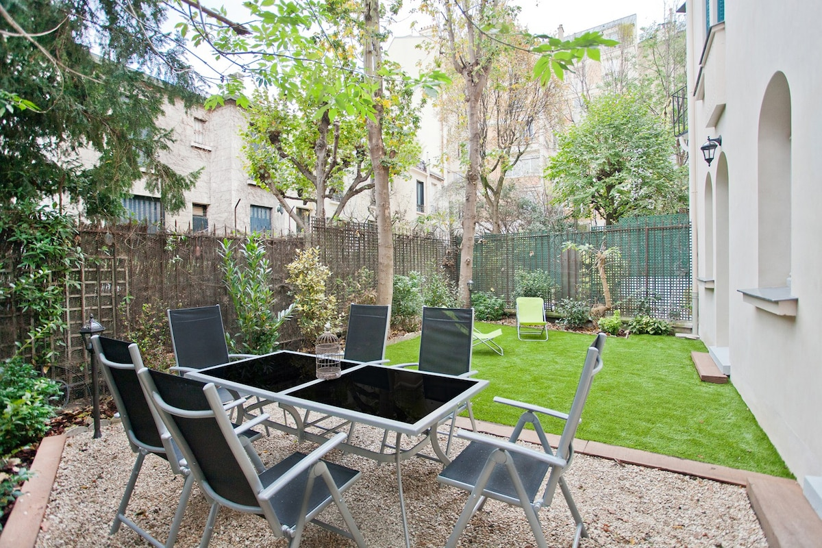 APPARTEMENT MONTMARTRE JARDIN  TERRASSE  Apartments for Rent in Paris ledeFrance France