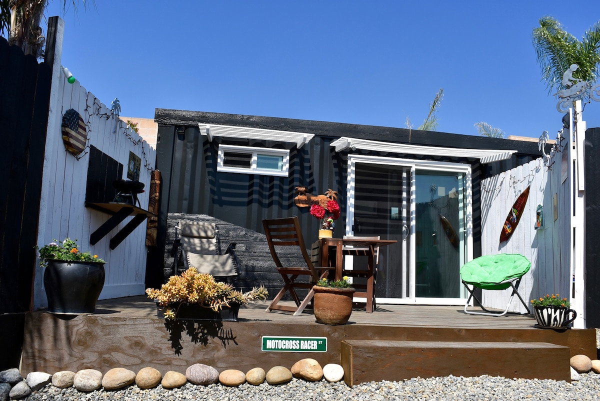 Cozy Tiny House 1 Container Private Tiny Houses For