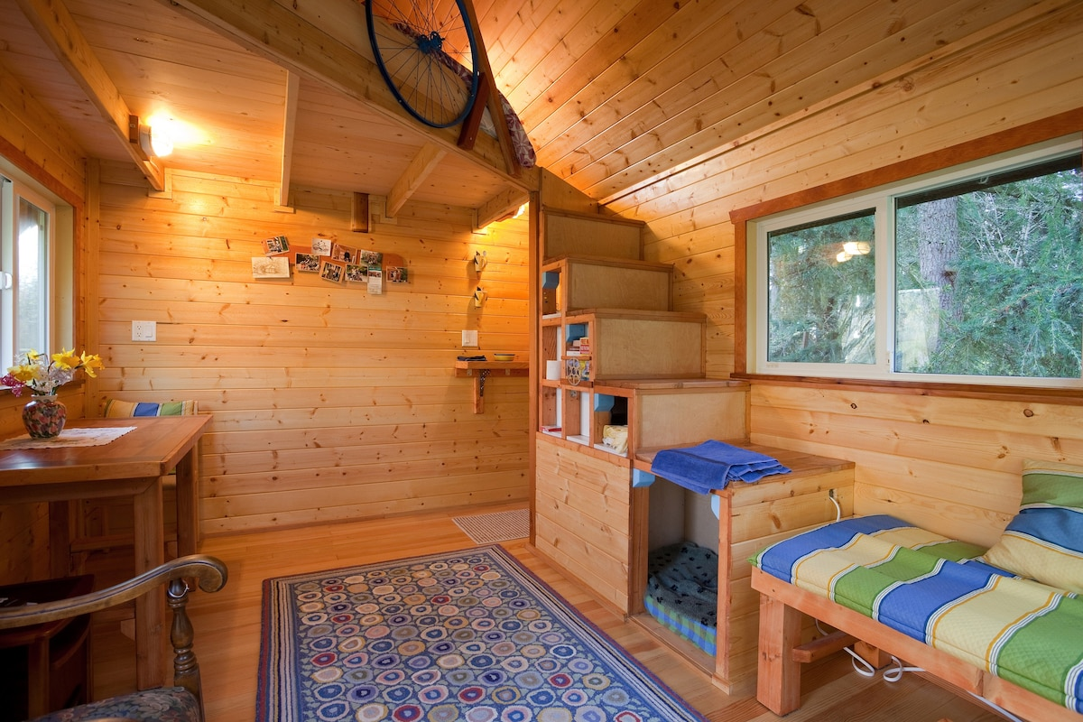 A Tiny House On A Tiny Farm Cottages For Rent In