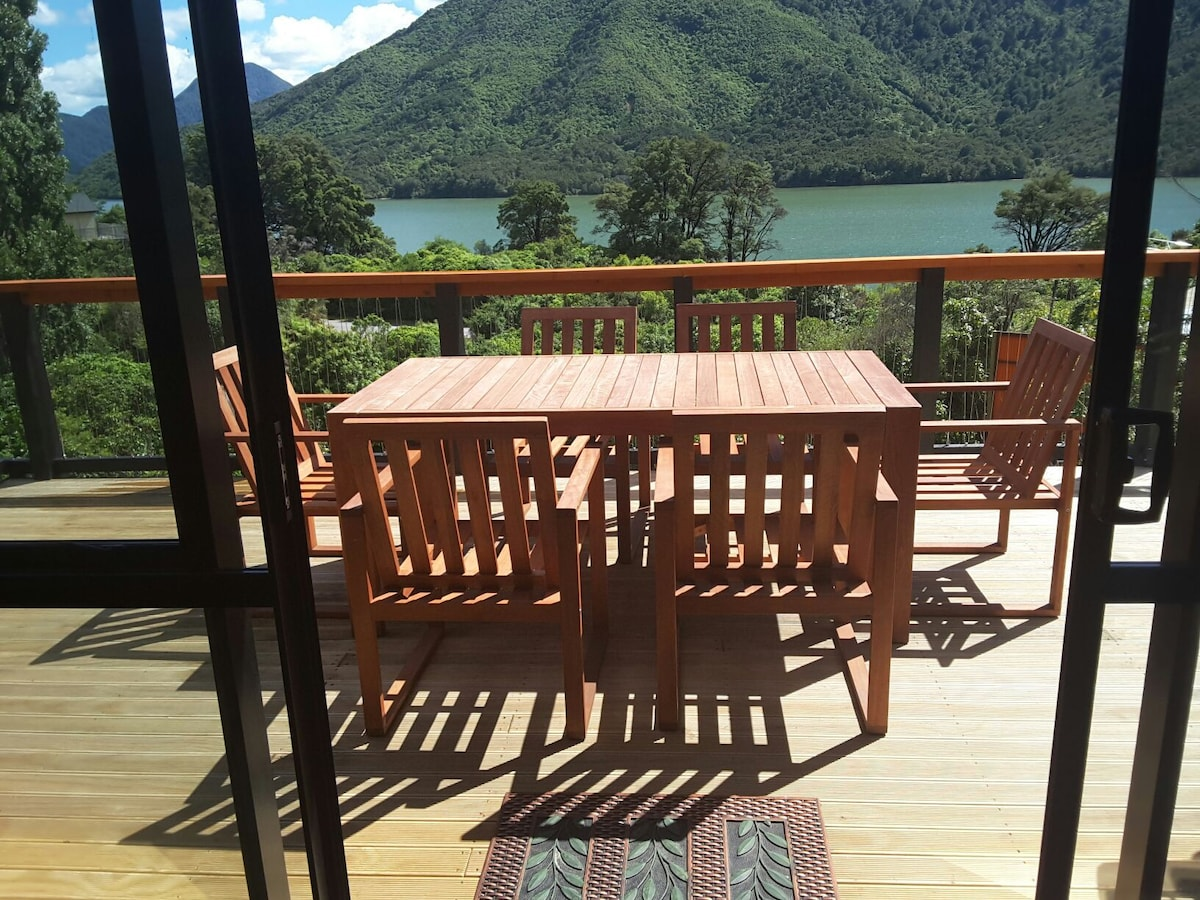 Marlborough Sounds Accommodation  New Zealand  Houses in