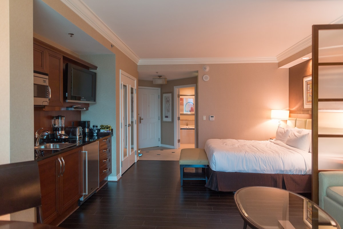 MGM Signature Balcony Deluxe Suite Apartments For Rent