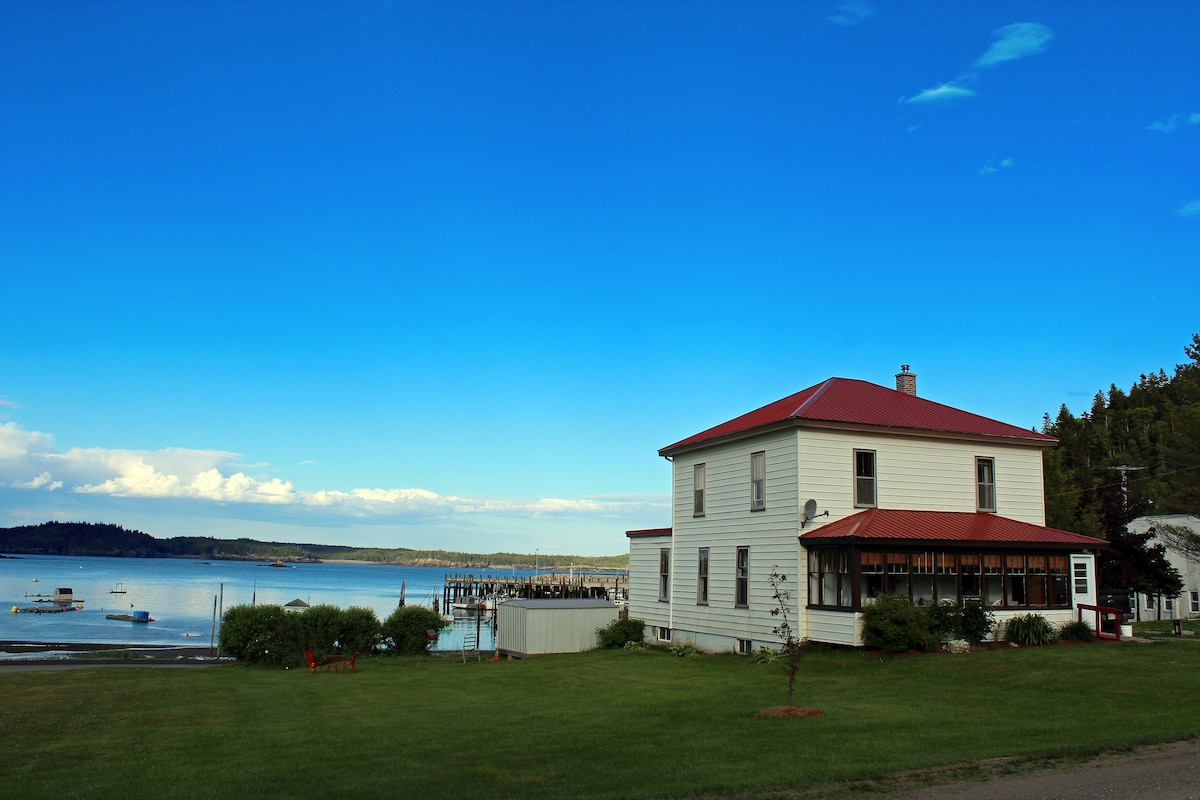 Grammies House - Houses for Rent in Beaver Harbour. New Brunswick. Canada