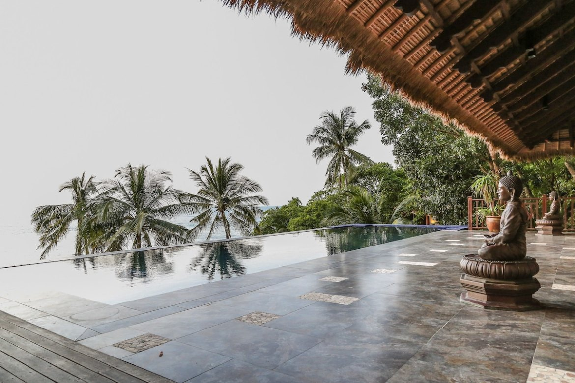 Feel the endless summer vibe at the infinity pool.