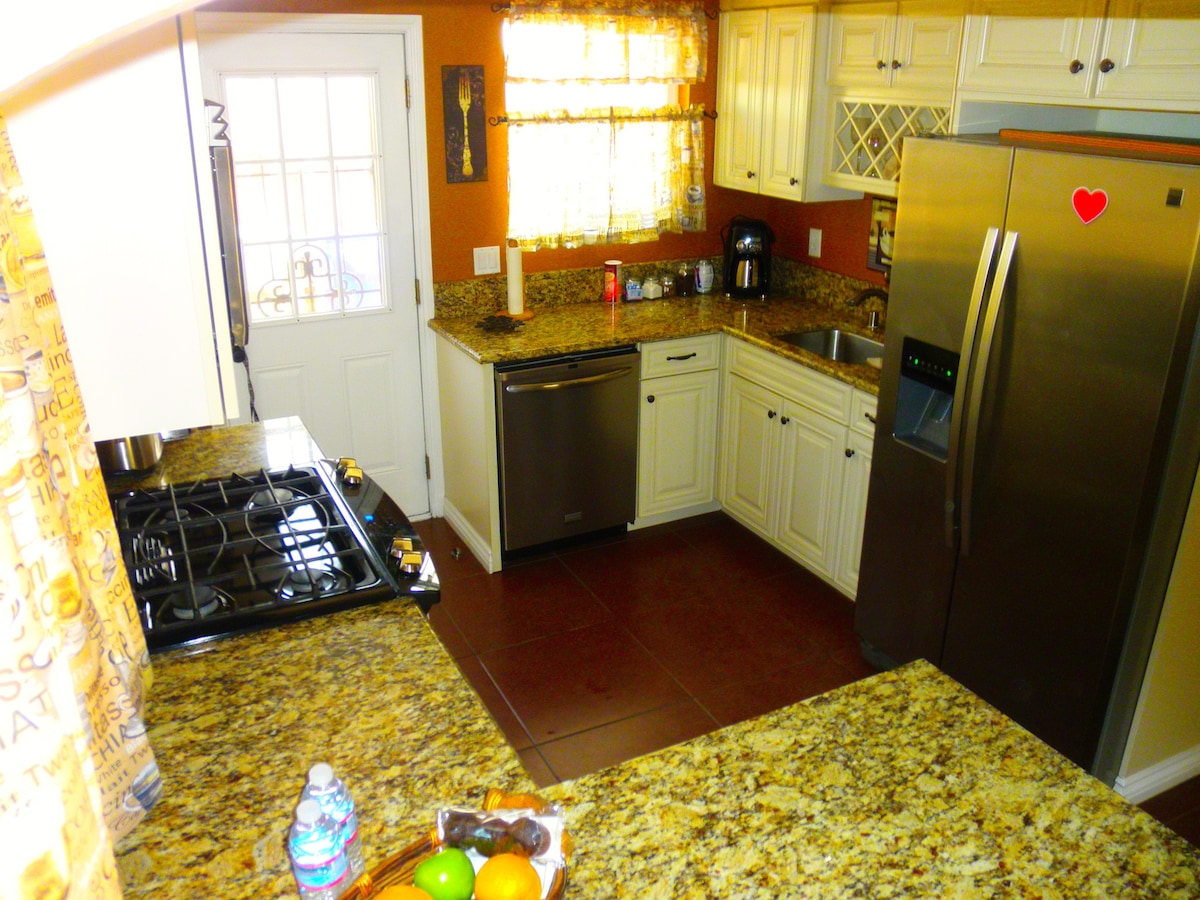 Charming & Private 2 Bedroom Home.