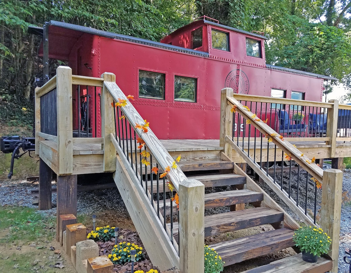 Caboose Tiny House Walk To Town Trains For Rent In