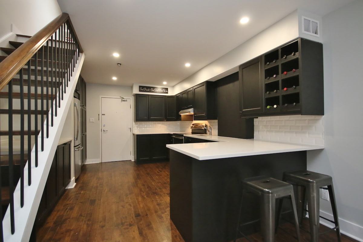 2 Story Loft in the heart of the Byward Market  Apartments for Rent in Ottawa Ontario Canada