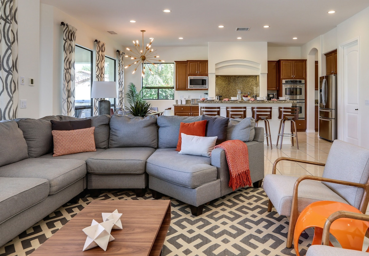 Great Room that is perfect for entertaining