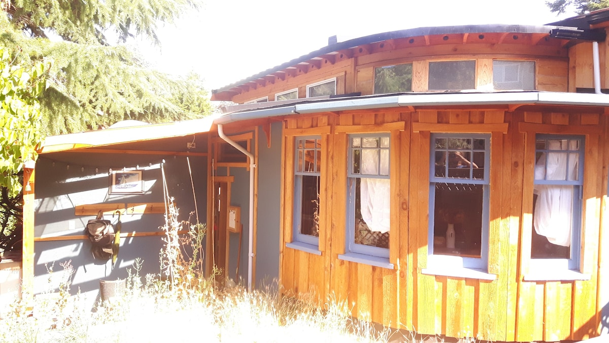 A Boatbuilders Tiny House Guesthouses For Rent In
