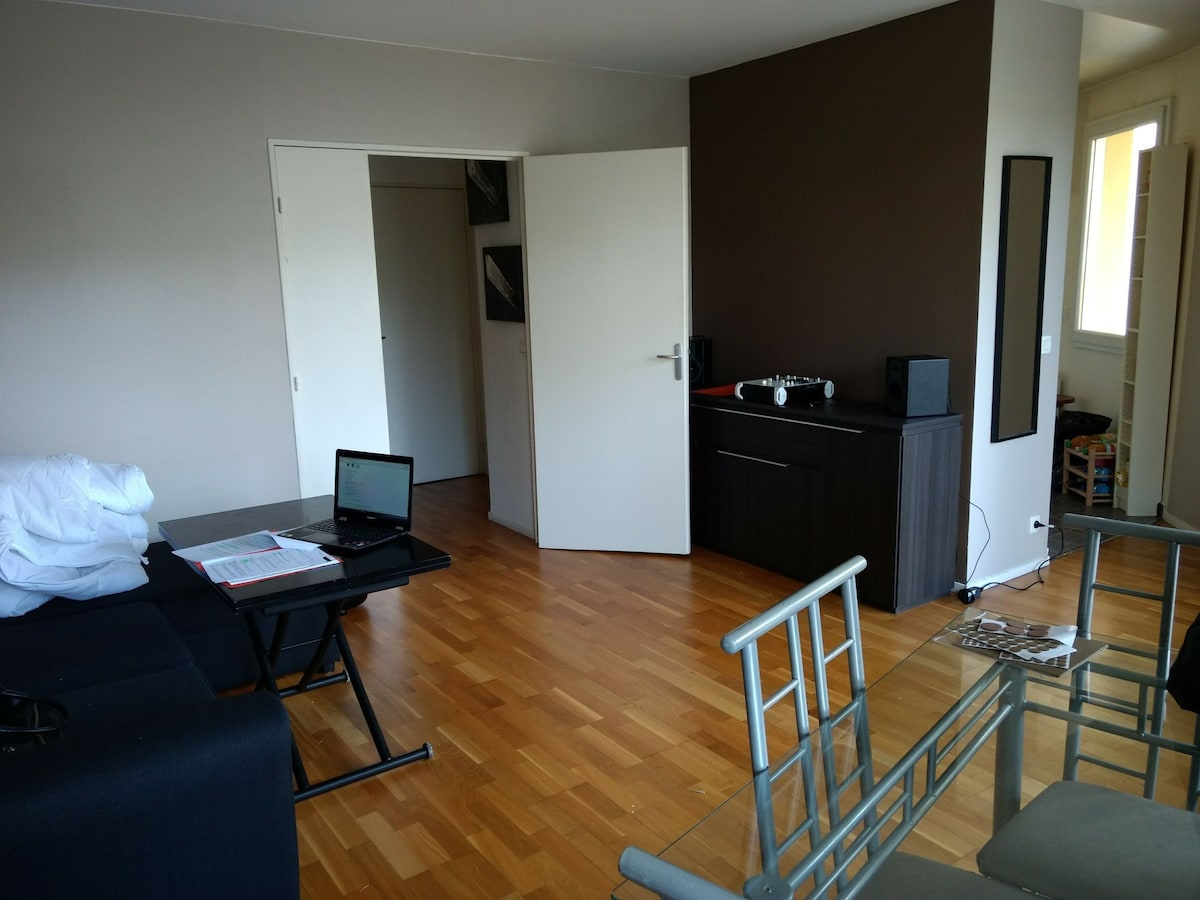 Cosy 2 pices proche RER  Massy Palaiseau  Apartments in affitto a Massy ledeFrance Francia