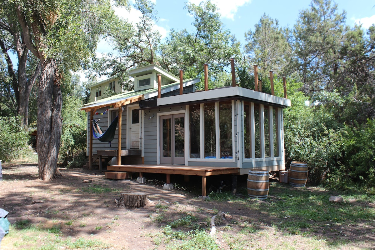 Romantic Tiny House For A Wine Crawl Weekend