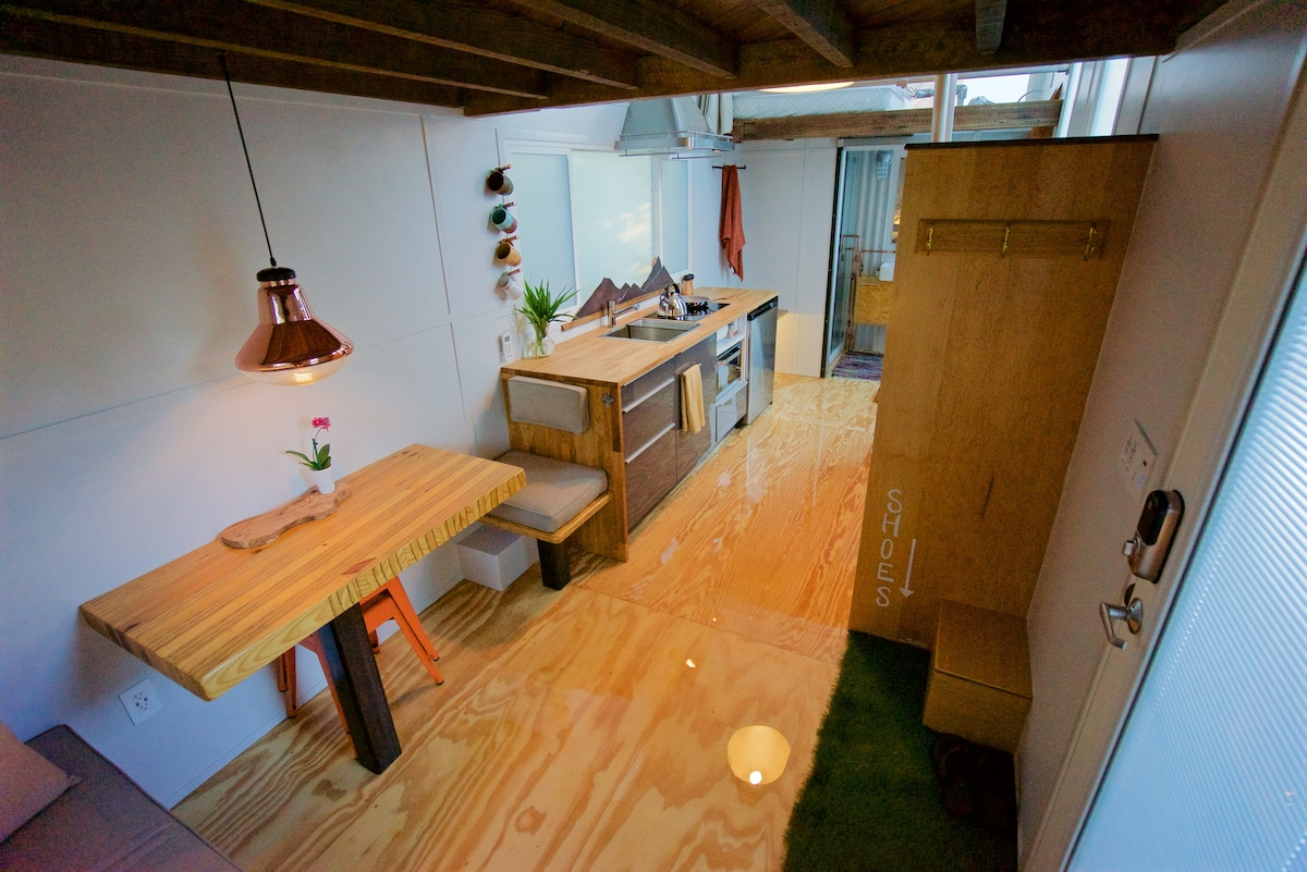Tiny House Experience 296sf 1 4 Peeps Guesthouse For