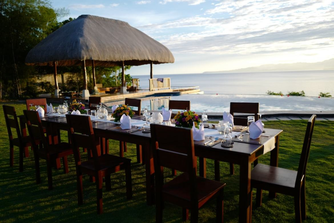 Al fresco dining, sunset, and delicious food. Can it get better than this?