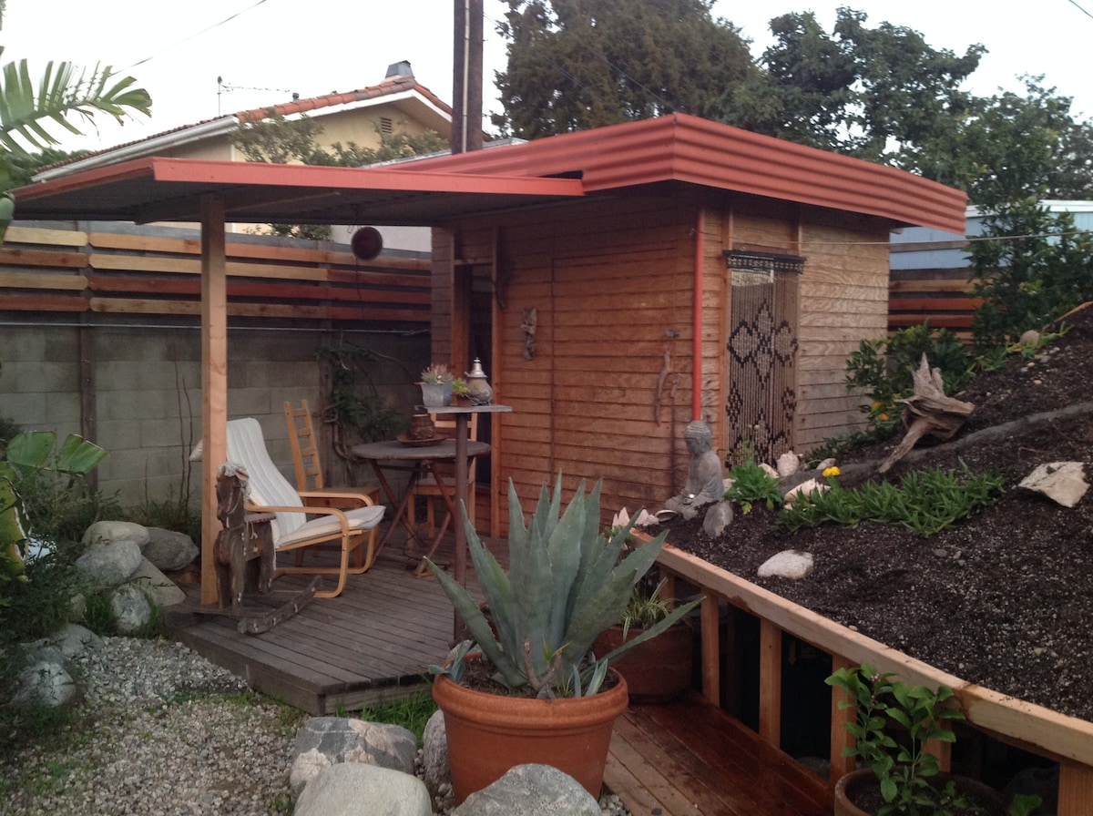 Tiny Home In Artistic Oasis Near Venice And Lax Cabins