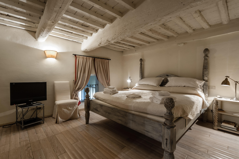 La falegnameria cortinovis lorenzo è lieta di presentarti la sua selezione di camere da letto per bergamo e dintorni, raffinate proposte che accontenteranno i gusti più disparati. Appartamento Arnolfini Apartments For Rent In Lucca Toscana Italy