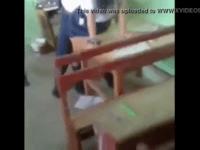 Anak SMP masih kecil ngentot di kelas