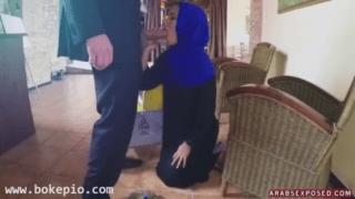 Bokep arab pembantu disuruh blowjob kontol majikan