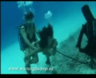 Download vidio bokep NgenT0t DiAir mp4 3gp gratis gak ribet