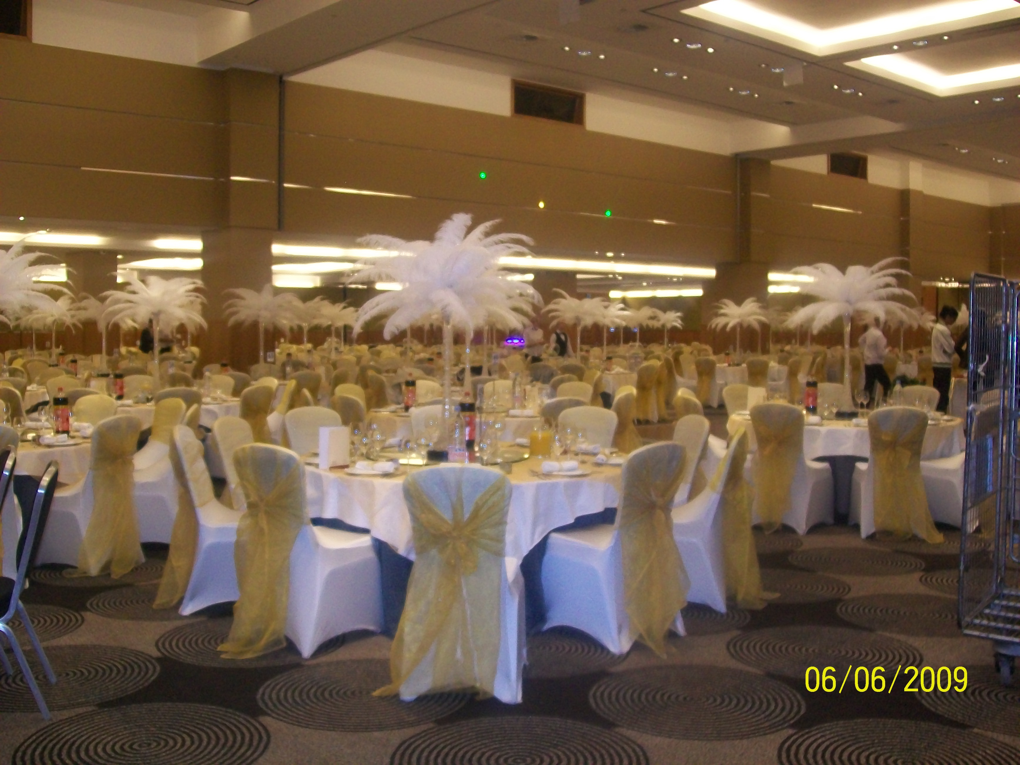 hire chair covers glasgow diy wicker cushions weddings a1balloons s blog wedding cover uk
