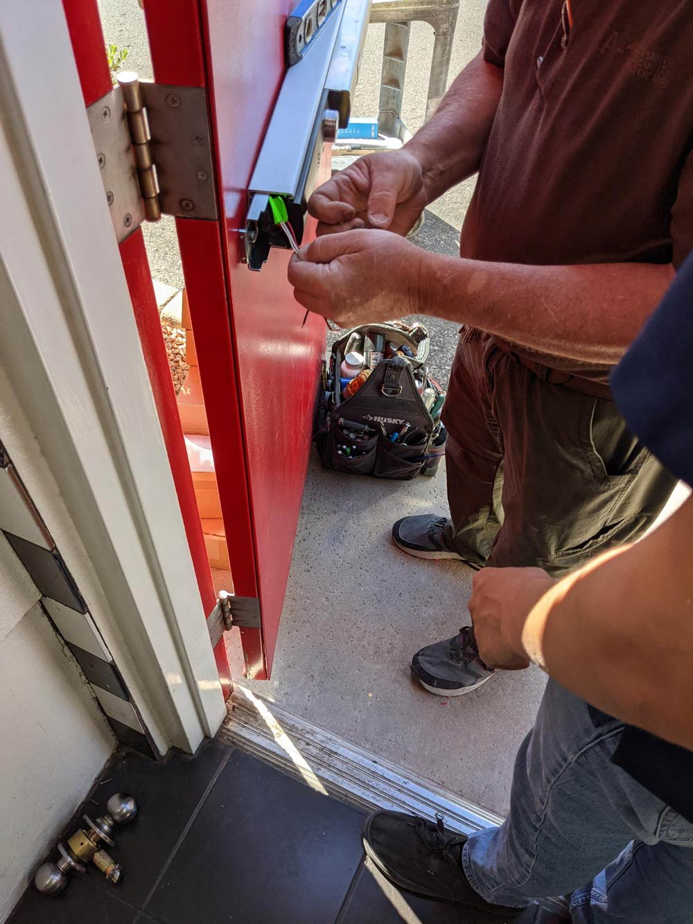 a-1-locksmith-and-security-center-services-page-exit-bar-installation