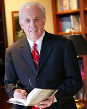 Photo of John MacArthur