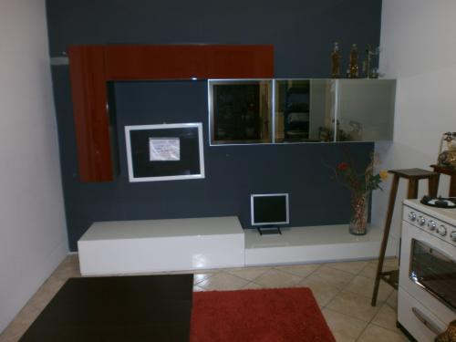 soggiorno moderno laccato bianco e rosso