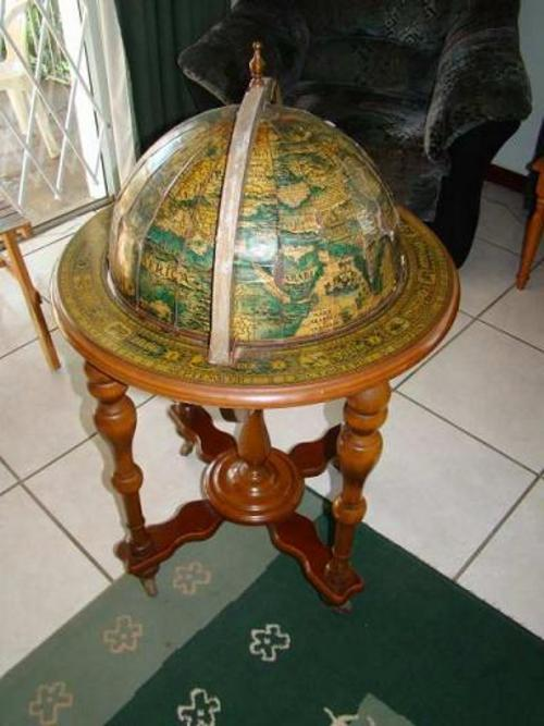 Cabinets  WORLD GLOBE LIQUOR CABINET MADE OF WOOD was