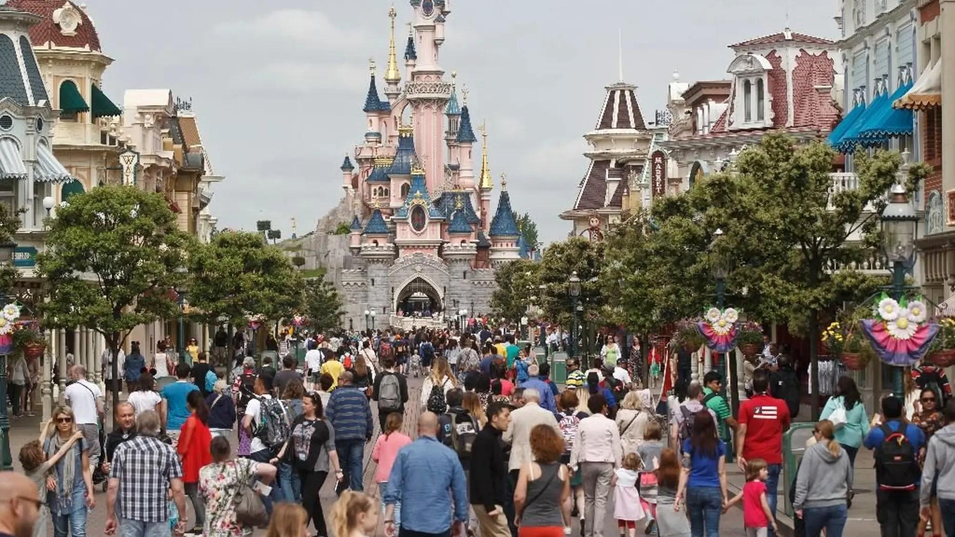 Disneyland Paris Host Official Lgbtq Pride Celebration Disney Parks Fox