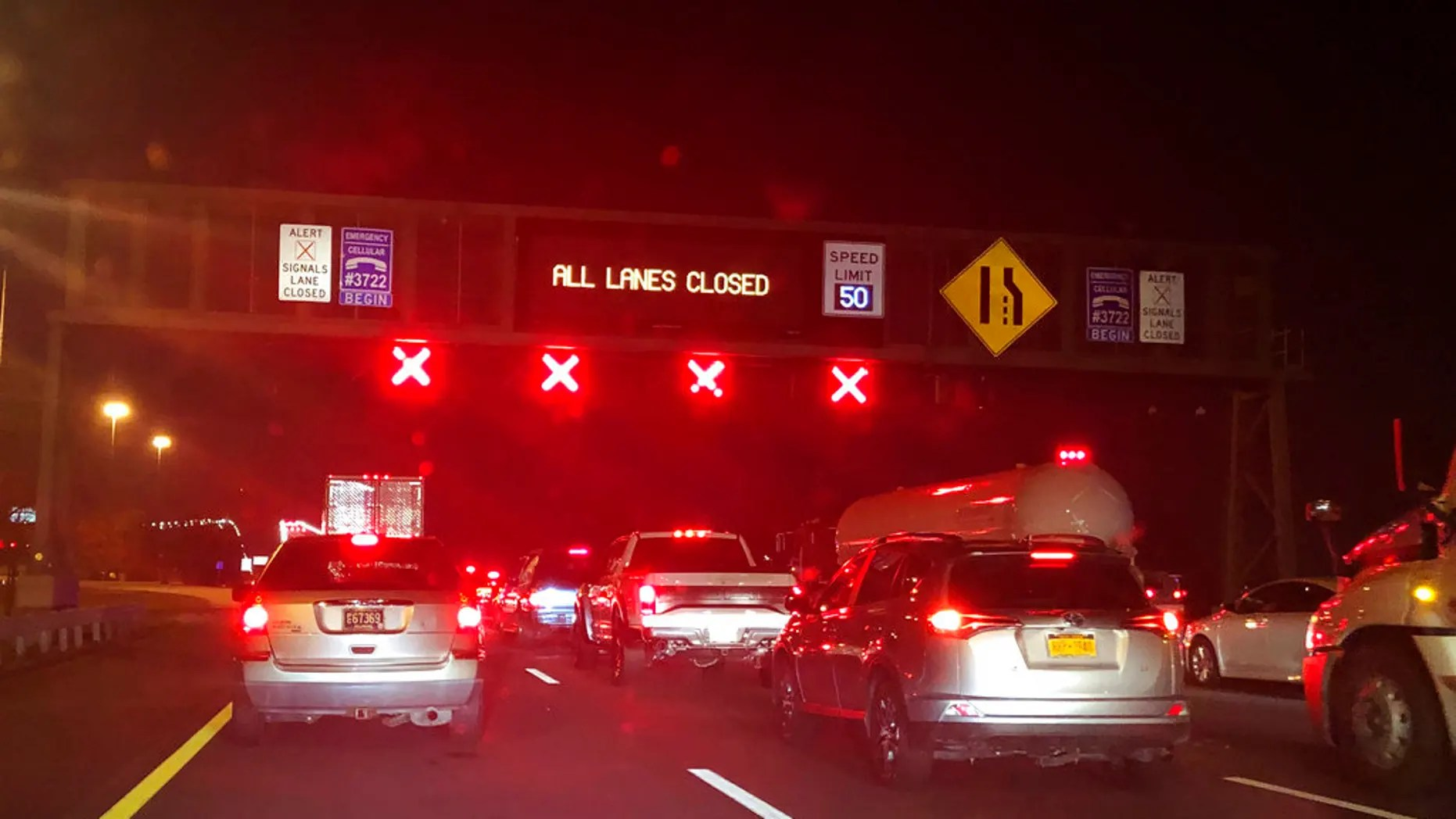 A chemical leak shut down Delaware Memorial Bridge in both directions Sunday evening, bringing traffic to a standstill on one of the busiest travel days of the year.